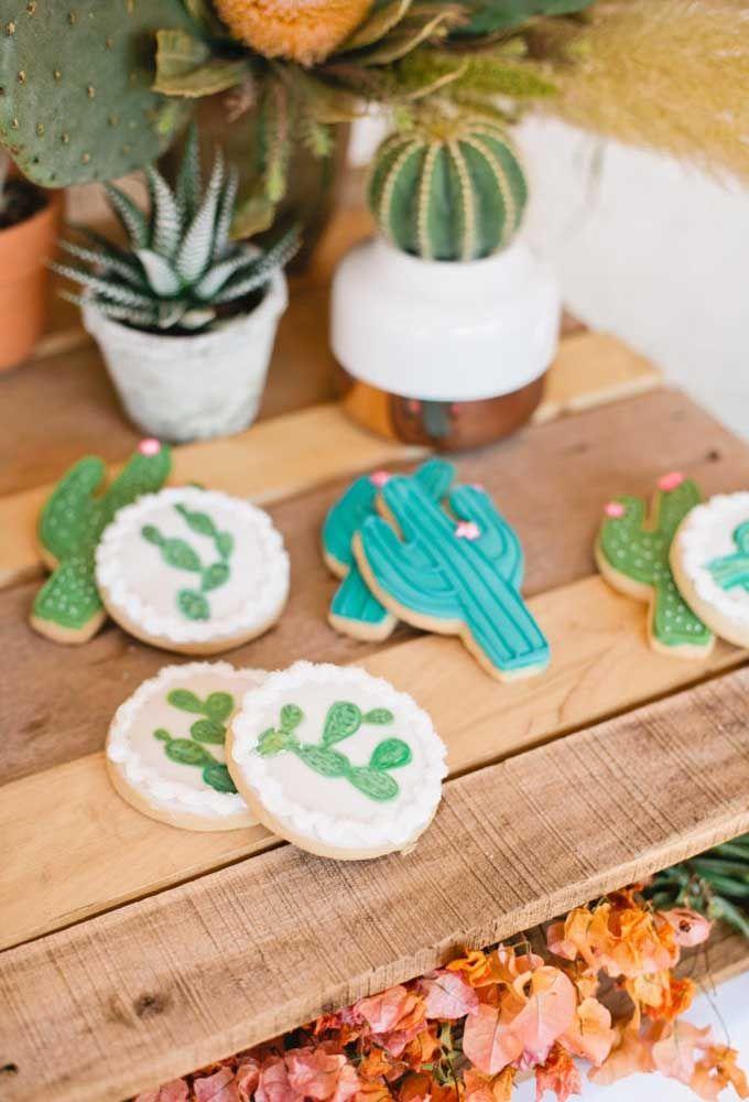 Biscoitinhos decorados em formato de cacto, lindos de ver!