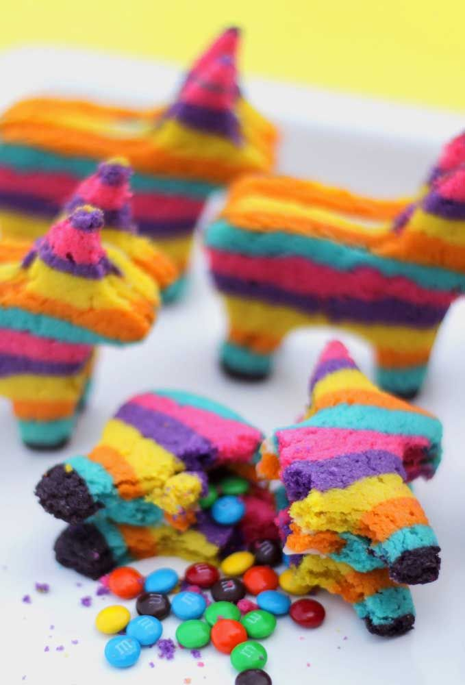 Um jeito diferente de apresentar as pinhetas na festa mexicana, vale a pena copiar essa ideia e surpreender seus convidados