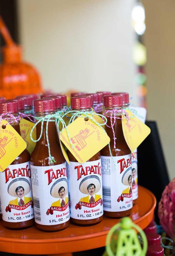 Molho de pimenta para os convidados levarem como lembrancinha da festa