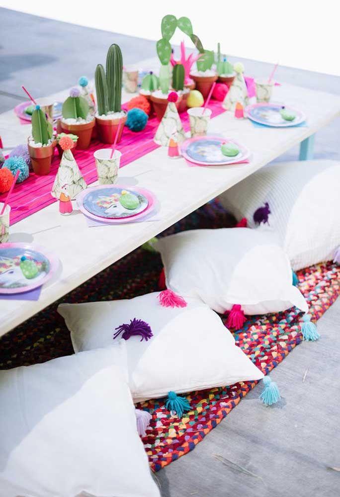 Festa Mexicana combina com descontração e para isso nada melhor do que convidar todos a se sentarem no chão
