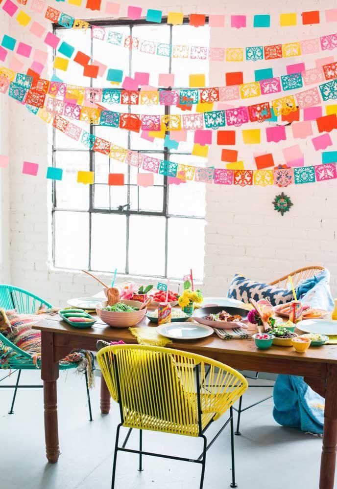 Faça uma festa mexicana na sala de casa mesmo, o importante é se divertir!