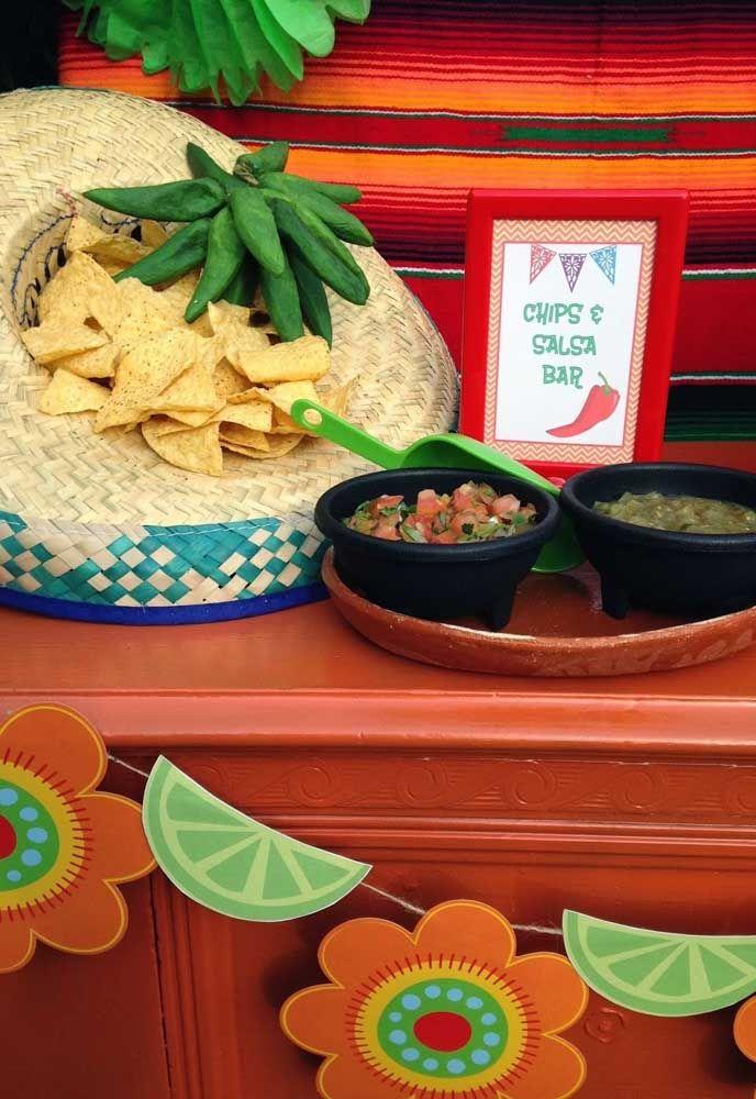 Nachos servidos dentro do sombreiro, quer uma decoração mais mexicana que essa?