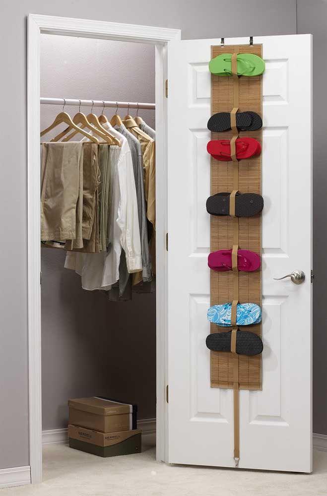 Que tal uma sapateira de porta feita de bambu? Charmosa que só ela