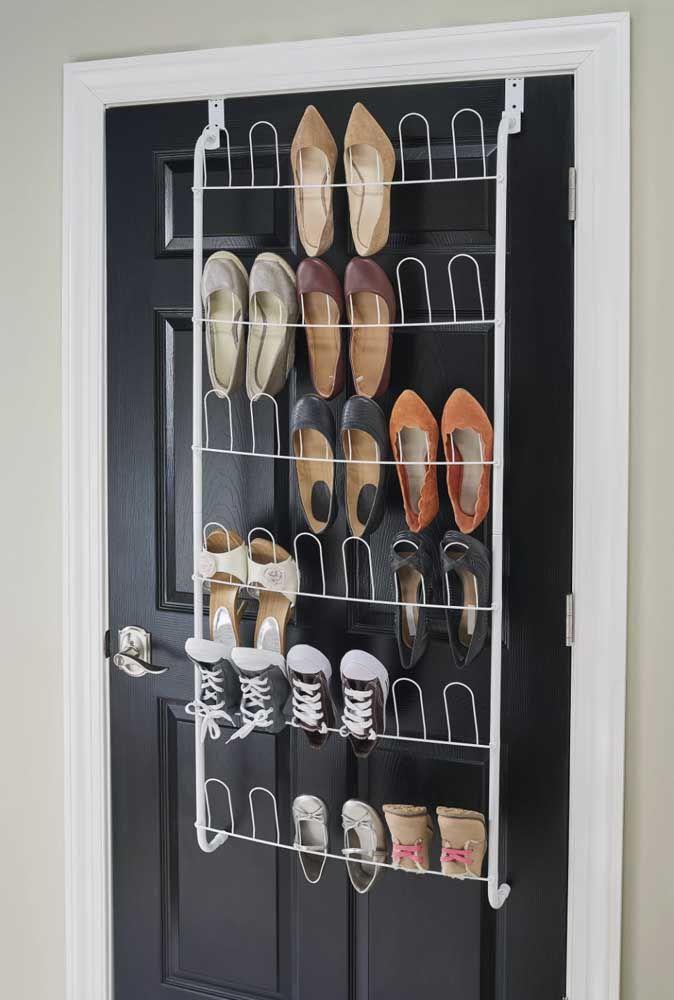 Com a sapateira de porta é muito mais fácil e prático manter os sapatos juntos e organizados