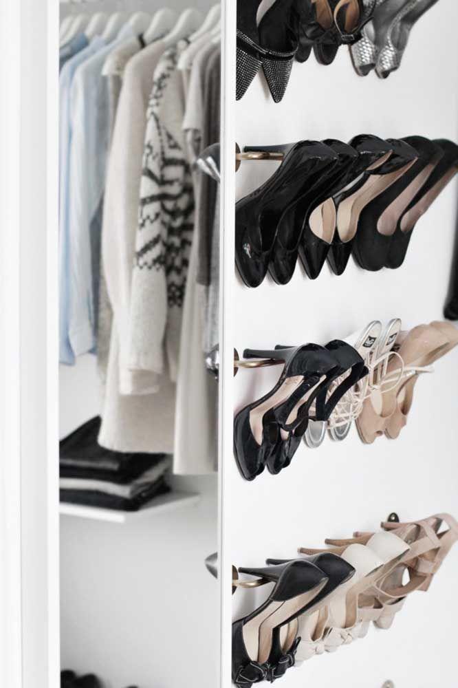 Com qual sapato ir? A sapateira de porta permite que você visualize melhor os sapatos e escolha com mais facilidade qual deles usar