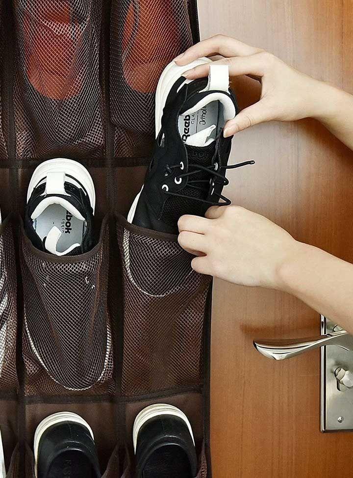 A sapateira precisa ter o tamanho dos sapatos para facilitar o momento de pegar e guardar os pares