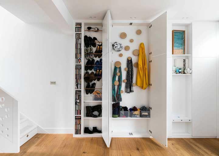 Um armário especial para sapatos e acessórios