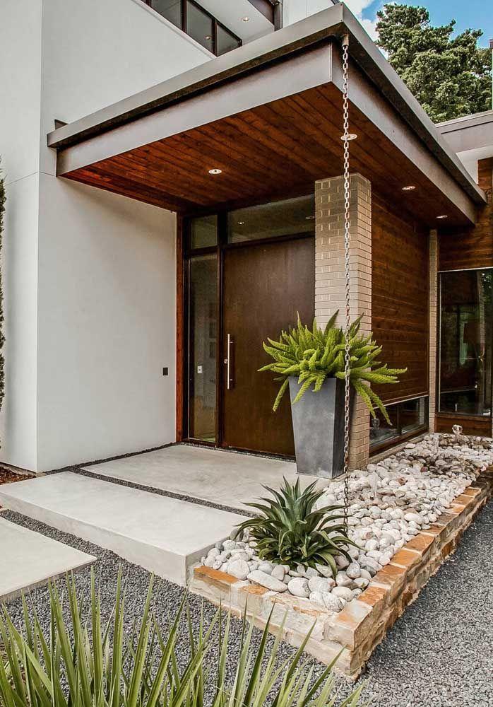 Portas de entrada grande também são uma opção interessante para quem deseja aumentar a circulação de ar no interior da residência