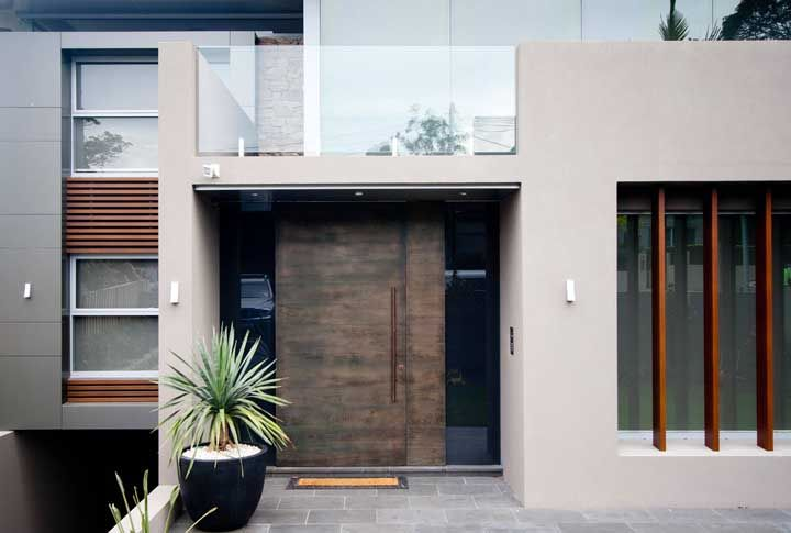 A beleza da porta de entrada está diretamente relacionada com o tipo de puxador instalado nela