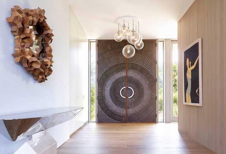 É uma porta, mas se alguém disser que é uma obra de arte não está errado