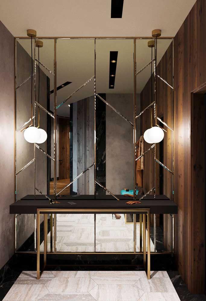Aproveite um cantinho da sua casa para fazer uma parede de espelho com molduras diferentes. Não esqueça de colocar um aparador para dar o toque final.