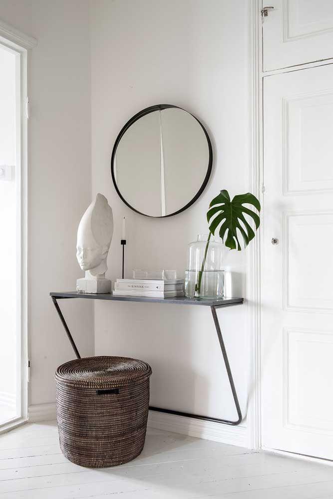 Ou use um modelo que prenda na parede como esse e um espelho redondo que siga o mesmo modelo.
