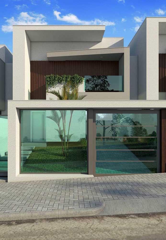 Muro e portão de vidro verde para uma fachada clean e transparente