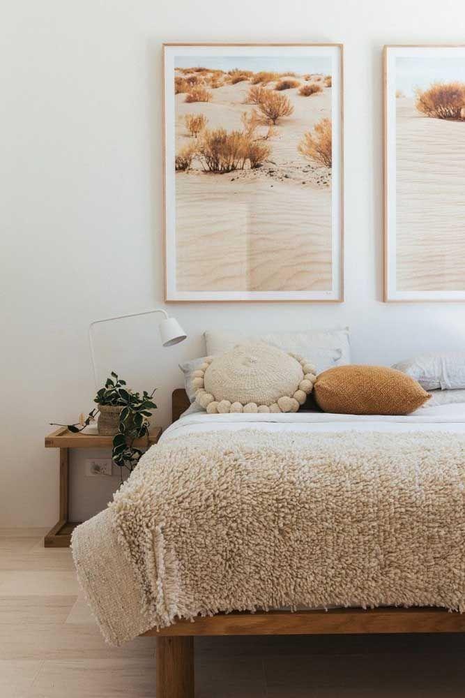 Nesse quarto, até os quadros entram na proposta cor de palha