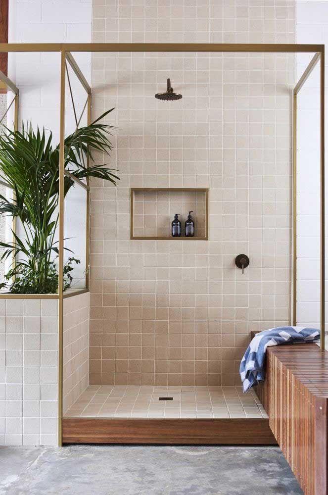 Banheiro aconchegante e de tons neutros