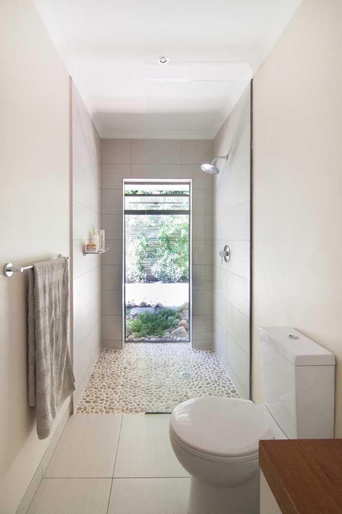 Banheiro não precisa ser sempre branco é possível mudar a cor sem fugir da neutralidade, para isso use o palha na parede