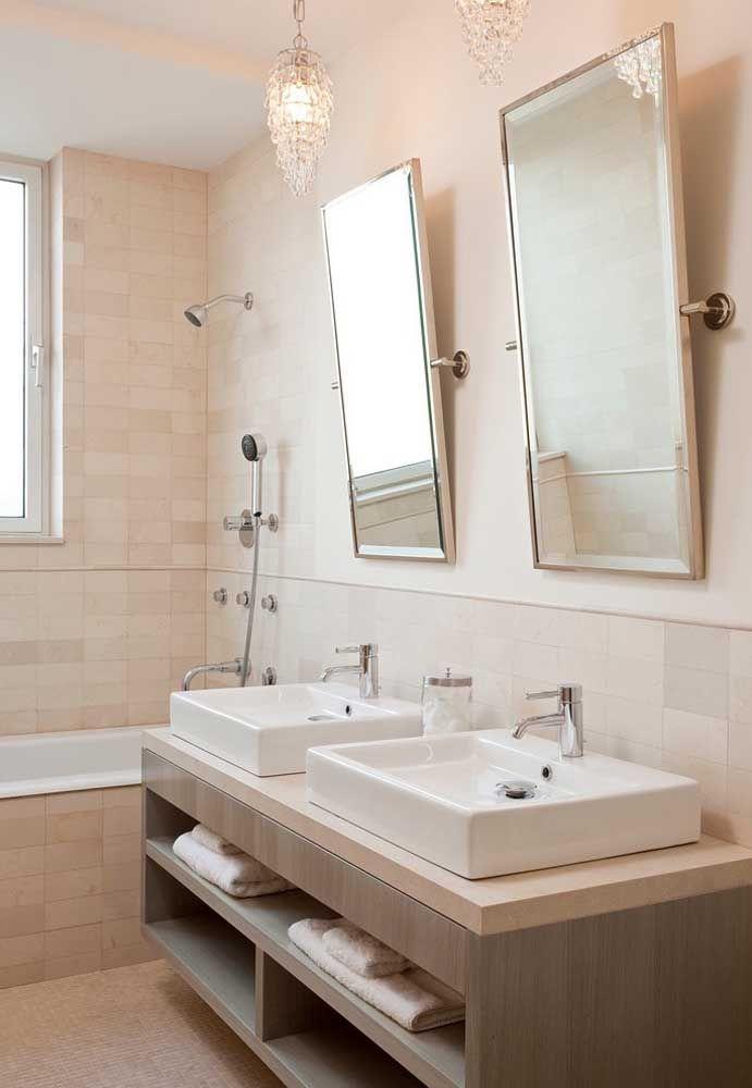 Sutileza e elegância nesse banheiro de paredes palha