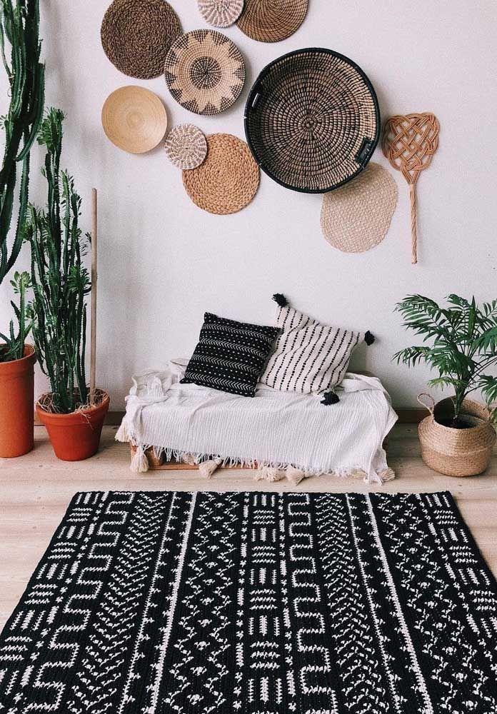 Esse é para fazer o coração bater mais forte! Um luxo de tapete de crochê para a sala que mescla elementos da decor boho e da escandinava