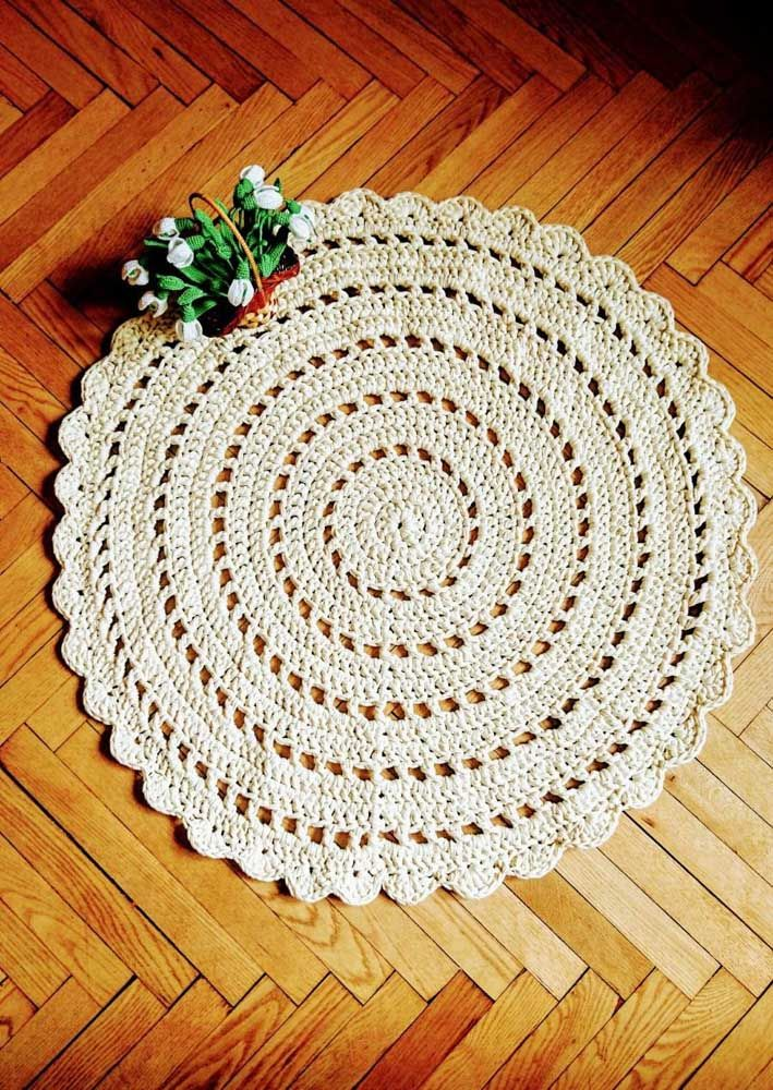 O tapete de crochê com barbante é um clássico: nunca sai de moda e combina com qualquer decoração.