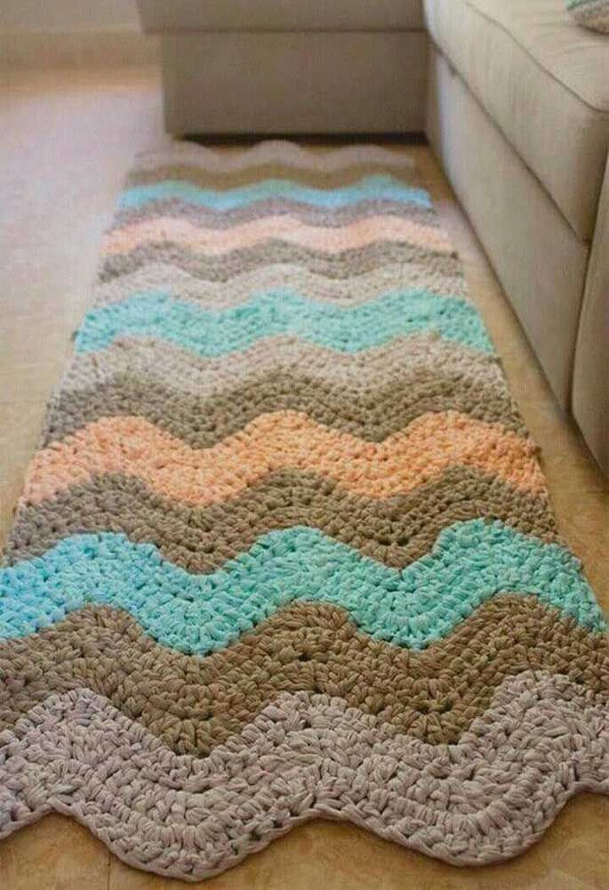 Para variar, dê um formato arredondado para as listras do tapete