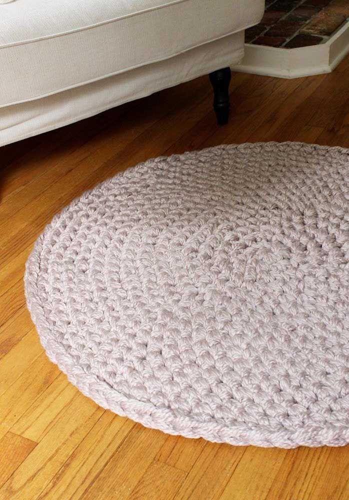 Pontos justos e apertados nesse outro modelo de tapete de crochê simples