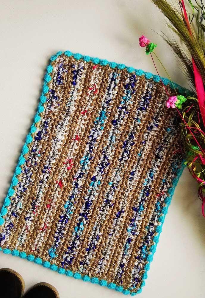 Com jeitinho rústico, esse tapetinho de crochê encanta os corações