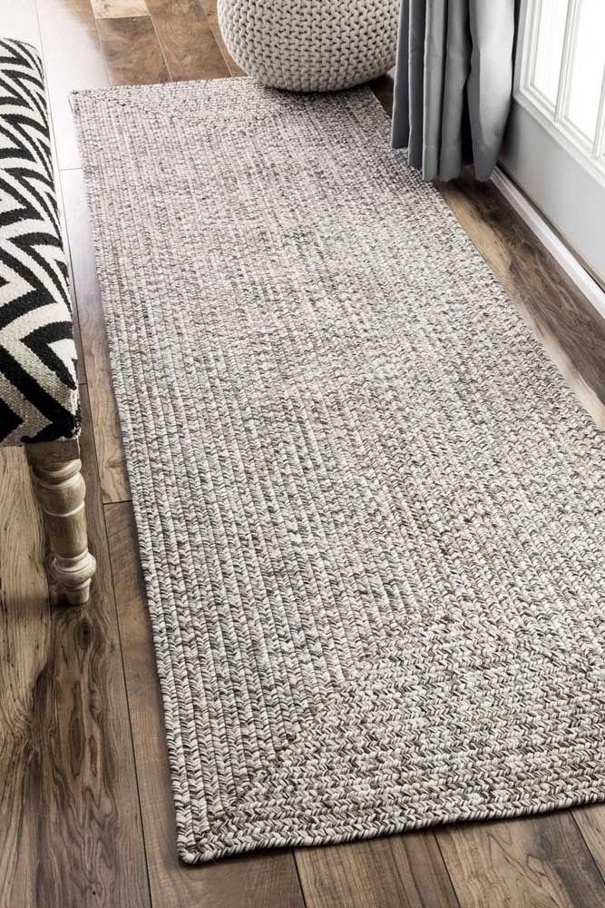 Esse tapete de crochê simples foi feito para as decorações modernas