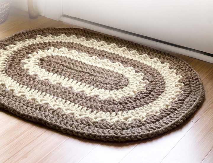 O tapete de crochê, seja ele simples ou sofisticado, é sempre um carinho para a decoração da casa