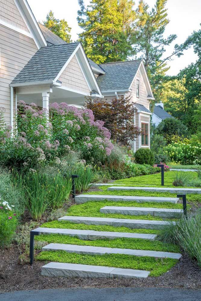 Como negar a importância de um jardim na fachada da casa?