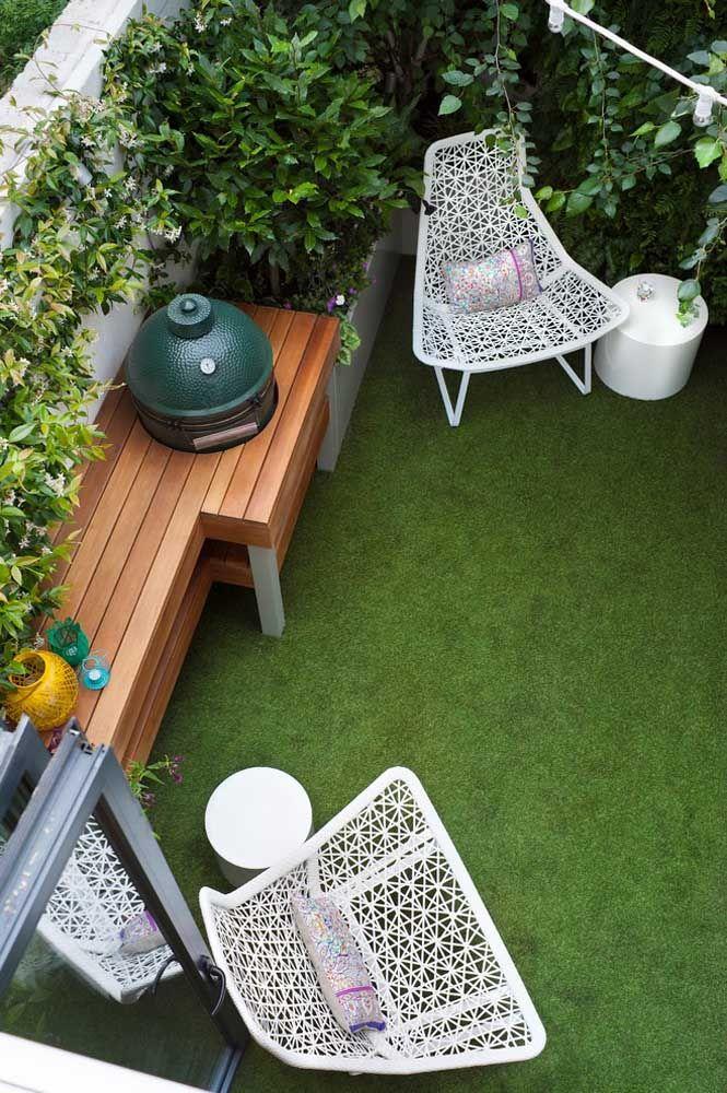 Jardim com churrasqueira