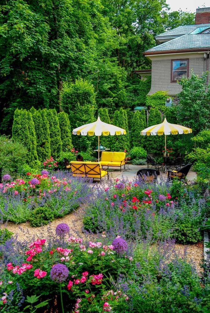 Não tem stress que sobreviva a um jardim florido como esse; o melhor lugar do mundo para relaxar depois de um dia cheio