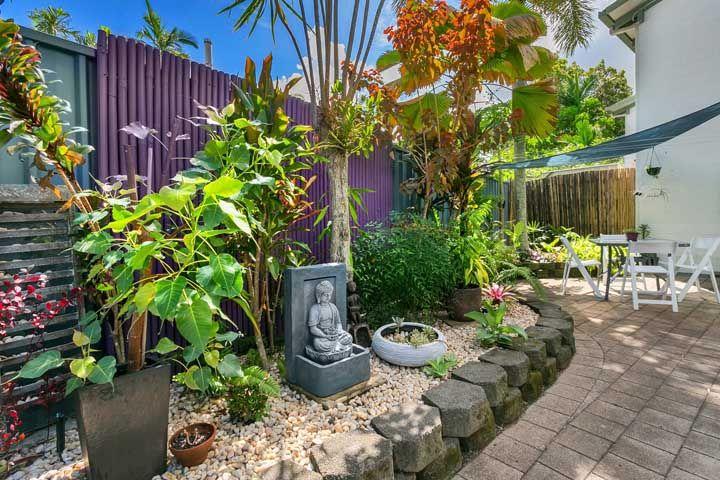 A figura de Buda vem para lembrar que o jardim é espaço de contemplação e tranquilidade