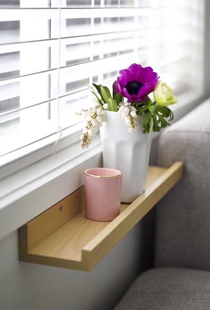 Prateleiras podem receber desde pequenos vasos até plantas maiores.