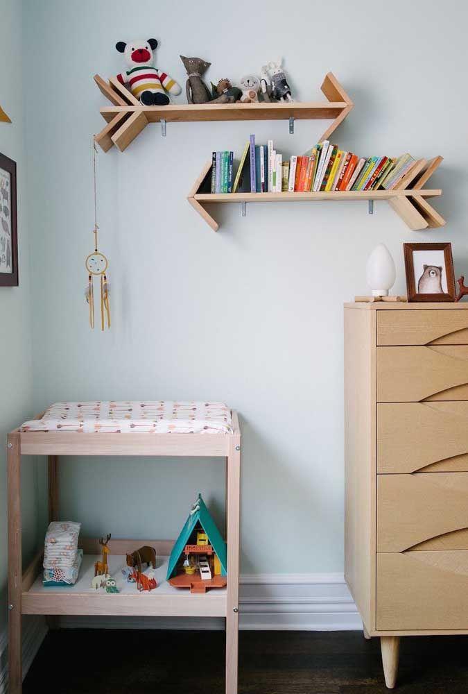 O quarto dos pequenos sempre ganha vida e movimento com as prateleiras; uma opção divertida de organização e decoração