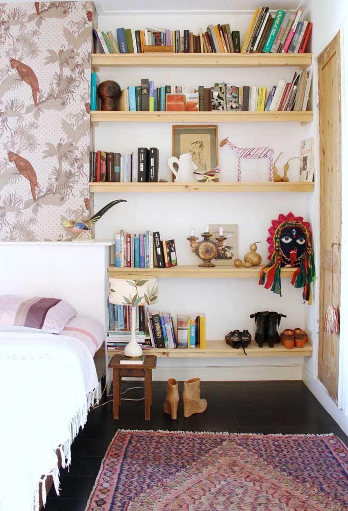 Itens inestimáveis a mostra no quarto ao estilo faça você mesmo
