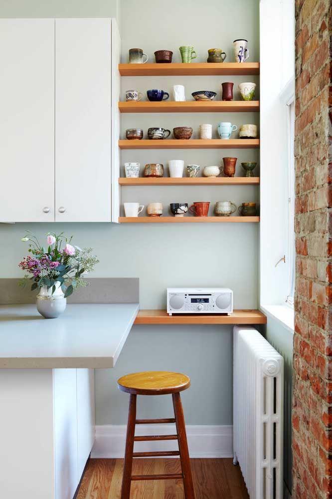 Um espaço exclusivo para vasos e bowls na cozinha