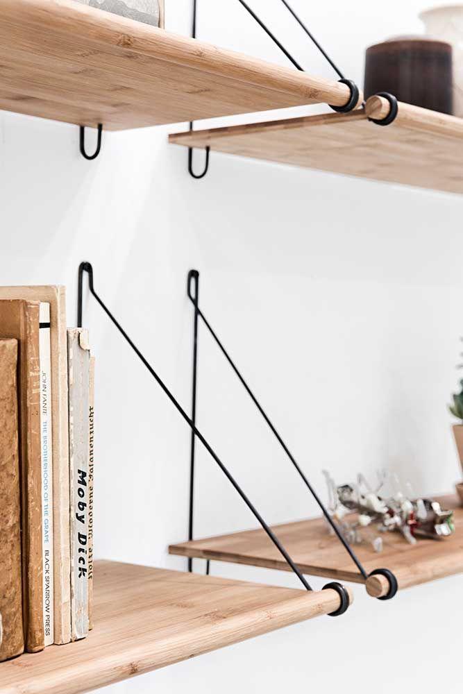 Mais uma inspiração de prateleira de madeira moderna, com suporte diferente