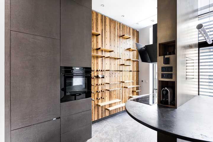Cozinha super moderna apenas com as prateleiras à mostra