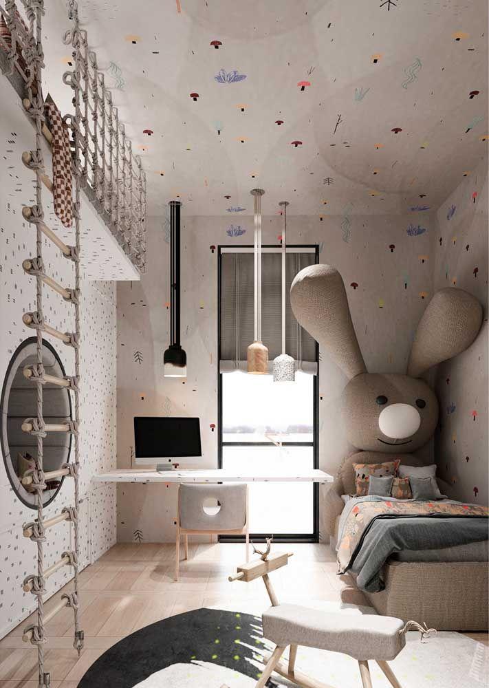 Aqui, um nicho redondo grande embutido é utilizado como sofá, compondo uma decoração descontraída e graciosa para o quarto infantil