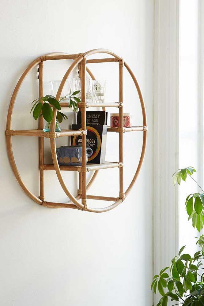 O bambu dá a esse nicho um ar de simplicidade que casa perfeitamente com a decoração com plantas