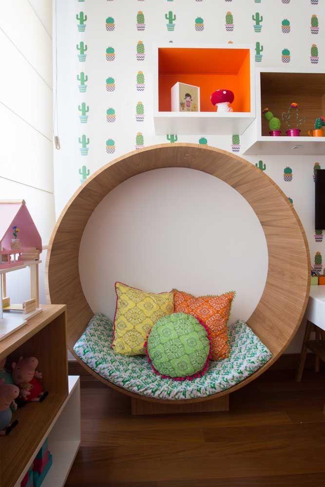 O nicho com jeito de poltrona é o local ideal para uma leitura ou um descanso entre uma brincadeira e outra