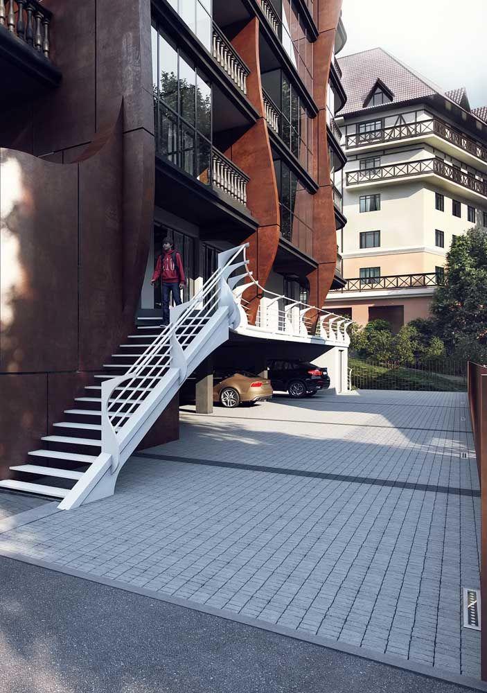 Granito em dois tons para a calçada desse conjunto residencial