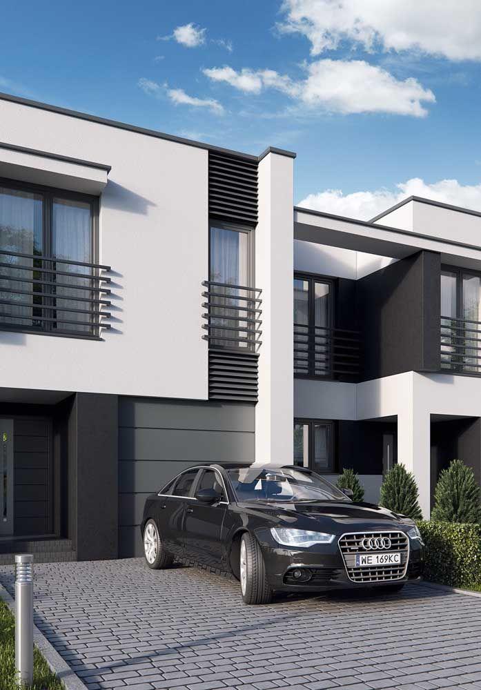 Calçada cinza da cor da casa, uniformizando a fachada