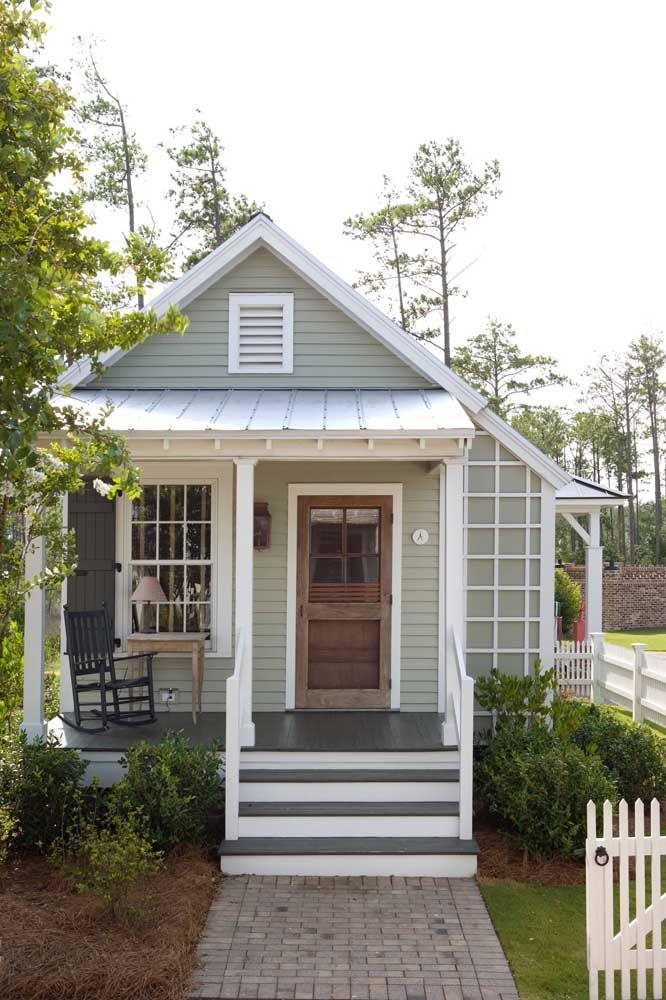 Pequena, simples e muito convidativa: uma casinha para chamar de lar, doce lar