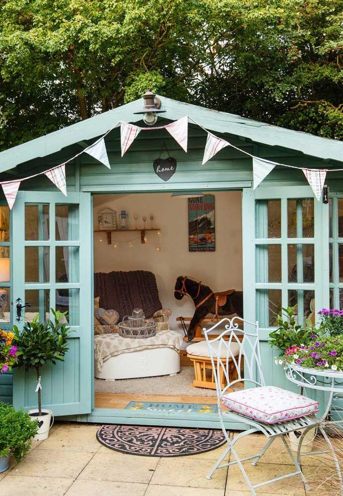 A madeira garante a graciosidade da pequena casa cottage