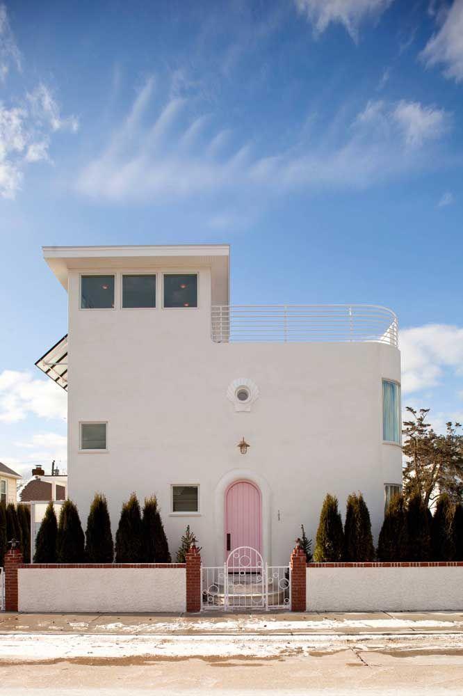 Formas arredondadas, como se tivessem sido moldadas pelo vento, também se encaixam na arquitetura mediterrânea