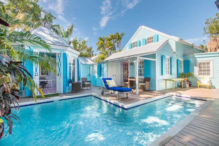 Casa tropical com piscina: lugar para relaxar e curtir a vida