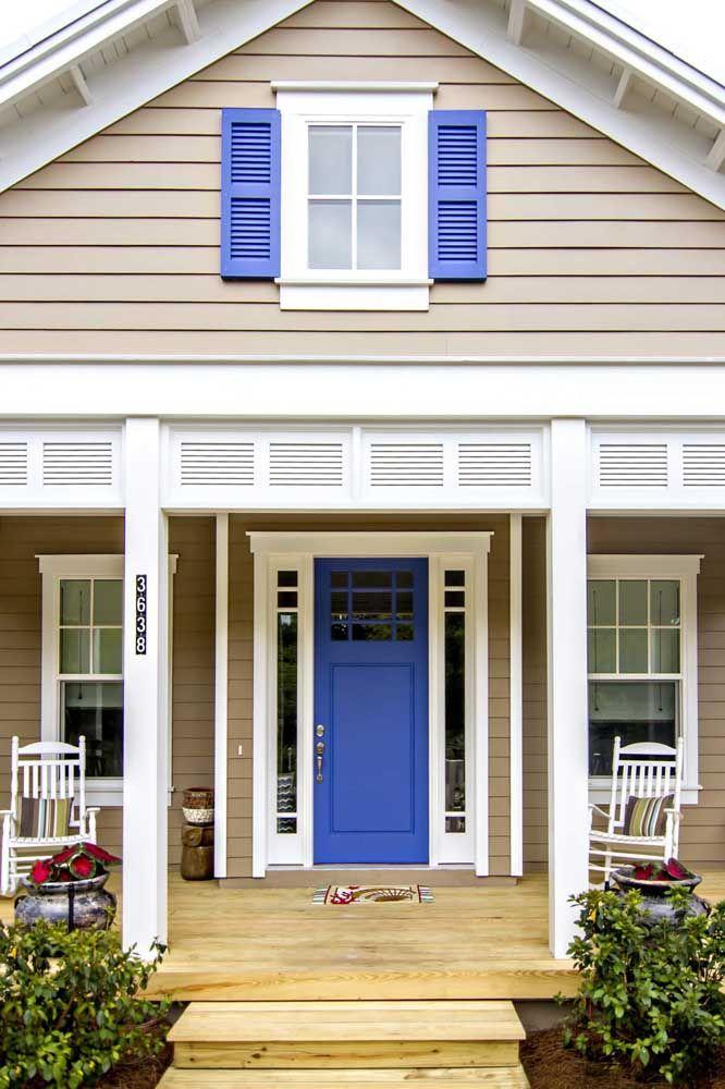O azul está sempre presente nas casas de estilo praia