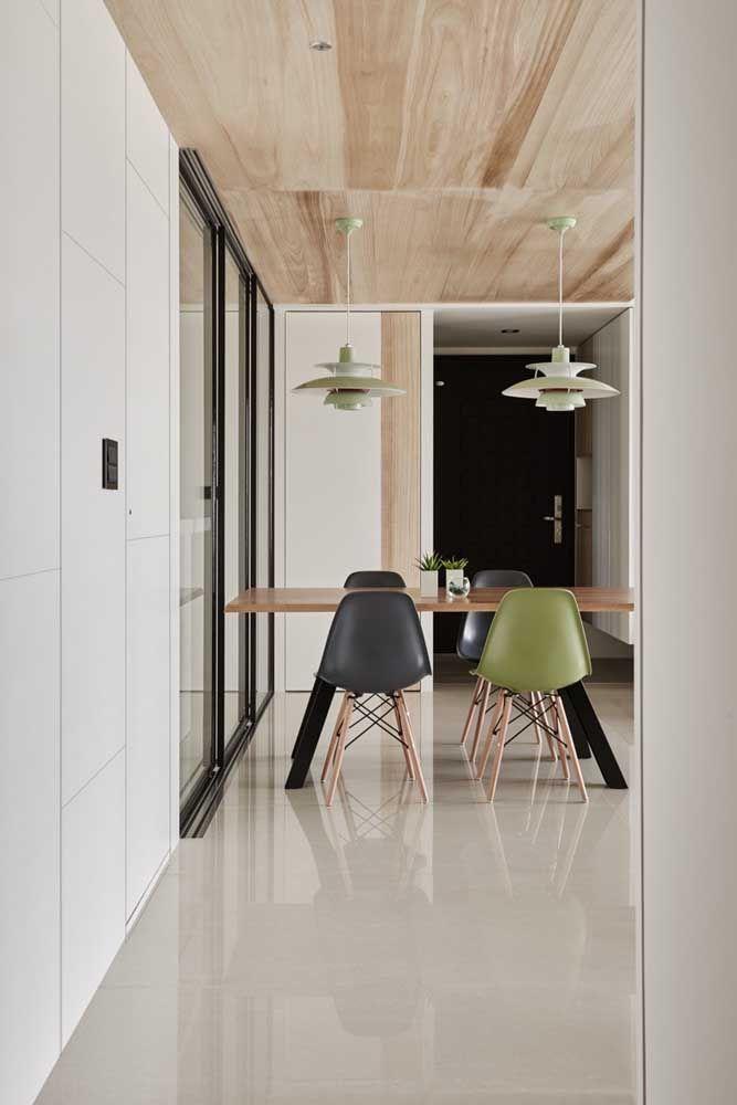 Porcelanato polido para salas modernas, onde as clores claras predominam no ambiente