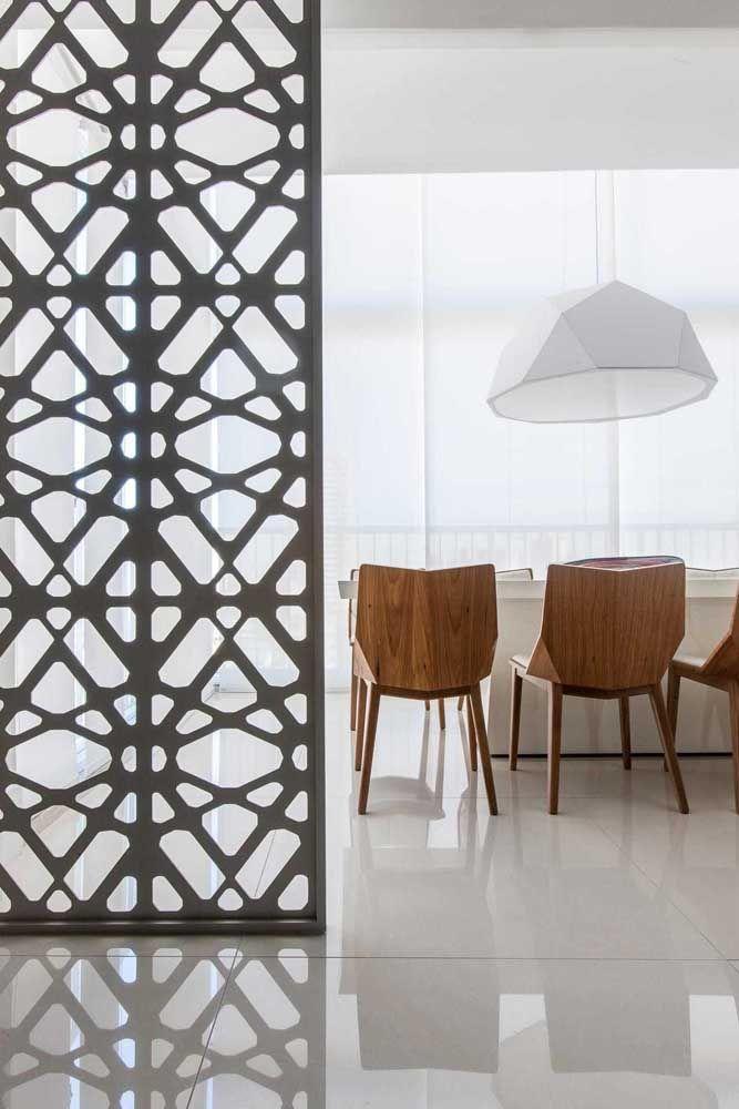 Sala em estilo integrado com porcelanato polido em bege para combinar com os tons claros do ambiente